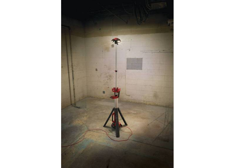 lampa-stojaca-led-18v-milwaukee-m18-hsal-0